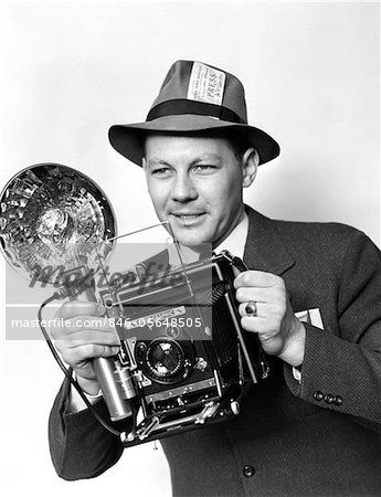 846-05648505 © ClassicStock / Masterfile Model Release: Yes Property Release: No 1930s - 1940s - 1950s PRESS PHOTOGRAPHER MAN HOLDING SPEED GRAPHIC CAMERA WITH FLASH BULB ILLUMINATION